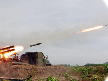 Lính pháo binh khai hỏa