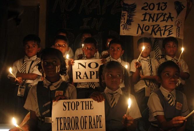 Hàng loạt các cuộc biểu tình nổ ra khắp Ấn Độ yêu cầu chính phủ có các biện pháp bảo vệ phụ nữ và trẻ em gái khỏi nạn cưỡng hiếp