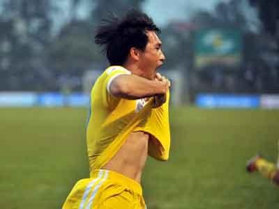 Vòng 1 V-League 2013: Công Vinh thắng, Văn Quyến thua