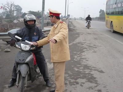 CSGT không được xử phạt xe máy không chứng nhận an toàn kỹ thuật