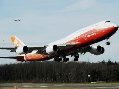 Siêu máy bay lớn nhất của Boeing cất cánh lần đầu