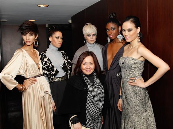 Giới thời trang New York 'để mắt' Hoàng Thùy, Tuyết Lan