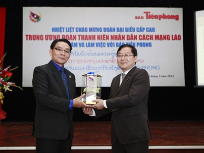Đoàn TN NDCM Lào thăm, làm việc với Báo Tiền Phong