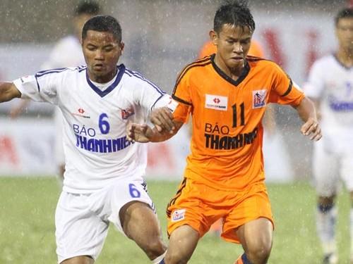 Bóng đá Việt Nam và giấc mơ không bị 'đánh thuế'