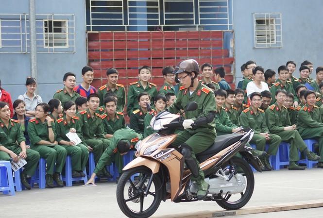Tăng cường kỹ năng lái xe an toàn cho giới trẻ