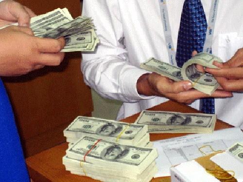 Giá USD tự do tăng mạnh nhất từ sau Tết Nguyên đán