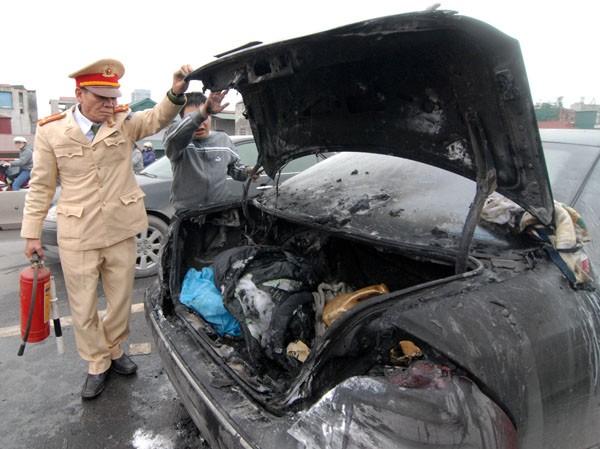 Chiếc Mercedes sau khi cháy