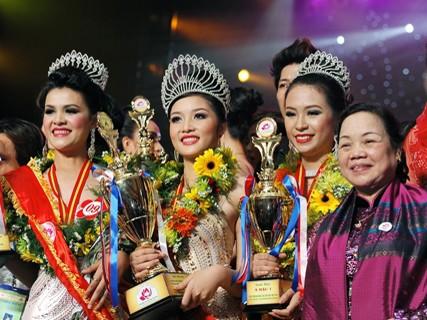 Hoa hậu các dân tộc Việt Nam hát dân ca trả lời ứng xử