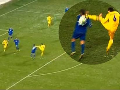 Pha phạm lỗi tàn bạo nhất trong lịch sử bóng đá