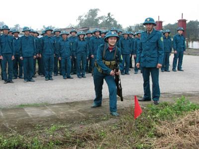 Dân quân rèn kỹ năng chiến đấu