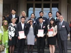 Hai học sinh Việt Nam được vinh danh tại Australia