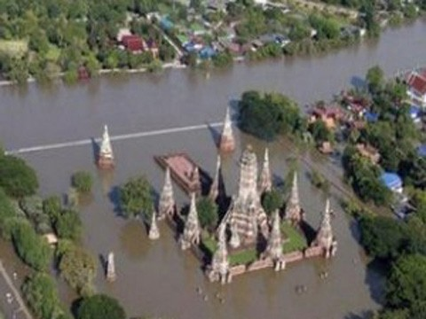 Nước lũ bao vây Bangkok. Ảnh: Anewsplan