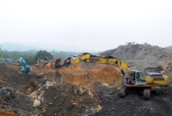 Vụ sạt lở bãi thải mỏ than Phấn Mễ khiến 7 người thương vong, vùi lấp hoàn toàn 10 nhà dân. Ảnh: Tuấn Nguyễn