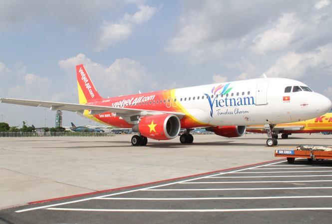 Máy Bay mang biểu tượng mới của du Lịch Việt Nam về nước