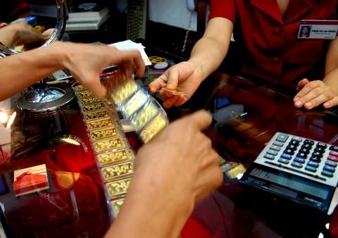 Yêu cầu 5 ngân hàng báo cáo mua, bán vàng miếng