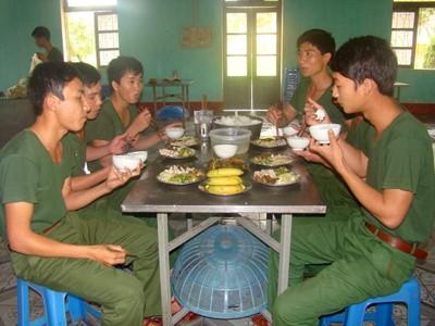 'Đặc sản' ở bữa ăn thanh niên