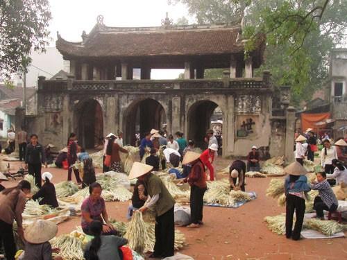Chợ Chuông thổi hồn cho làng nón
