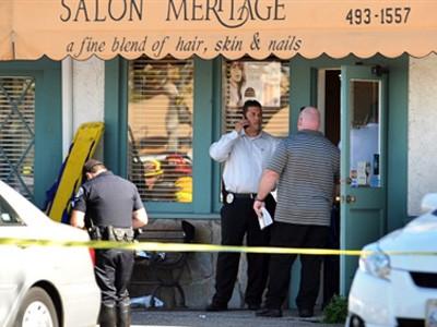 Nổ súng tại tiệm cắt tóc, tám người chết