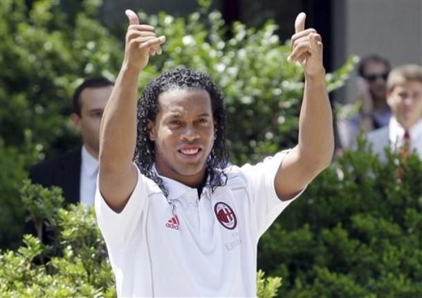 AC Milan: Ronaldinho ở lại đến 2014