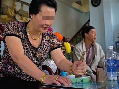 Cận cảnh người Việt dùng sừng tê giác chữa bệnh