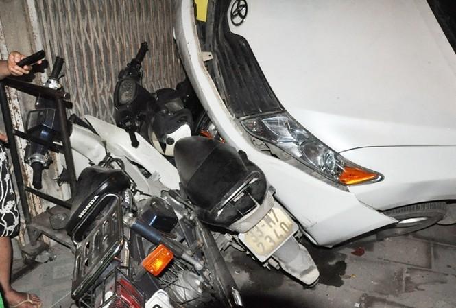 Tai nạn liên hoàn trên phố Minh Khai