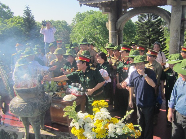Cựu chiến binh thăm lại chiến trường xưa