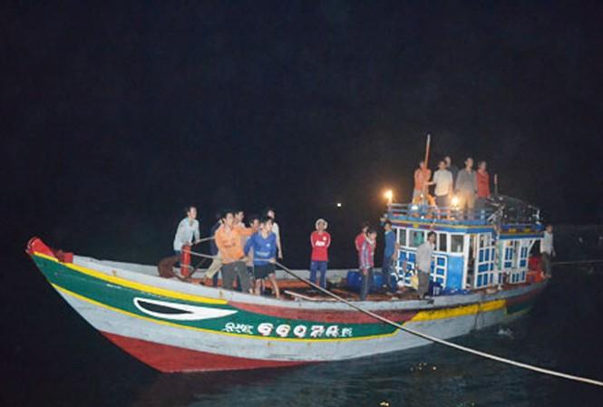 21 ngư dân bị Trung Quốc bắt giữ về đến Lý Sơn