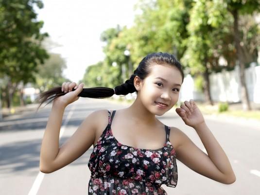 Nữ sinh Đại học Nguyễn Tất Thành khoe dáng