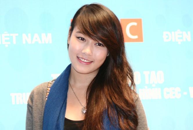 Miss Teen Minh Trang rạng rỡ ngày khai giảng