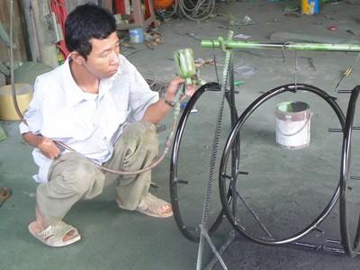 Cơ sở làm xe lăn của người khuyết tật