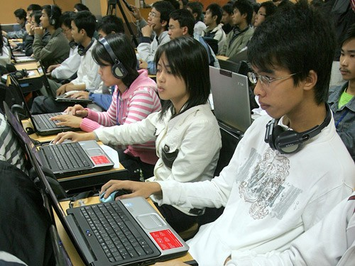 Cung cấp thông tin cá nhân thật trên internet: Nhiều rủi ro!