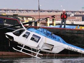 Trực thăng đâm xuống sông, một phụ nữ Anh thiệt mạng