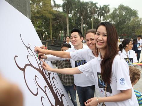 Hơn 300 thanh niên hưởng ứng Giờ Trái Đất