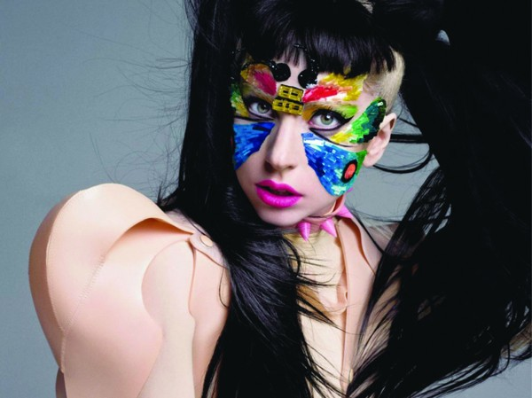 Hai trong nhiều kiểu gương mặt, trang phục ấn tượng của Lady Gaga