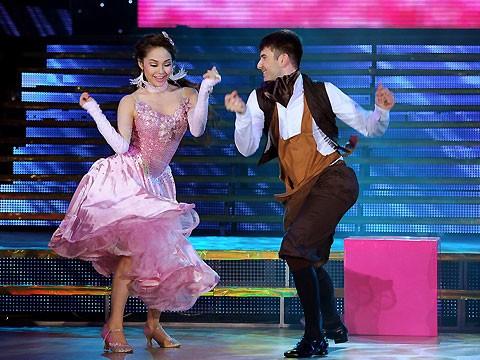 Thí sinh Bước Nhảy Hoàn Vũ bắt đầu biết... khiêu vũ