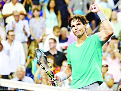 Nadal cho Federer 'hít khói'