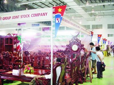 Một góc quầy hàng TCMN của Cty CP tập đoàn đầu tư Việt Phương (Hà Nội) tại Hội chợ thương mại Việt – Lào (Vientian tháng 11 năm 2009)