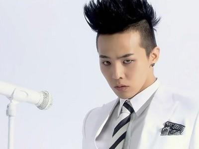 G-Dragon bức xúc vì fan cuồng 'bủa vây' quanh nhà