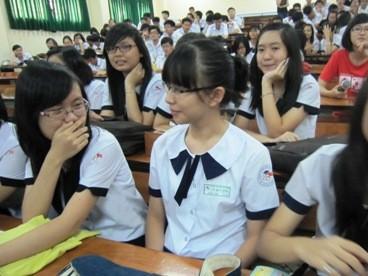 Giáo dục giới tính ở trường: Thầy cô cũng… đỏ mặt