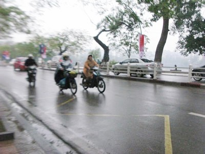 Hà Nội nhiều mây, mưa nhỏ