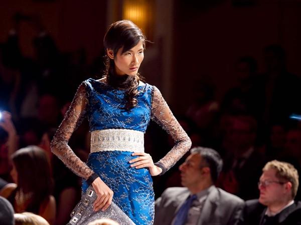 Hoàng Thùy lọt mắt xanh 'cha đẻ' Couture Fashion Week
