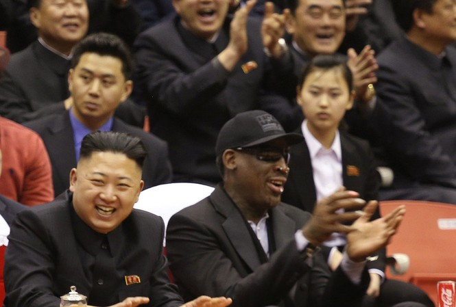 Ngôi sao bóng rổ Mỹ Dennis Rodman cùng lãnh đạo Triều Tiên Kim Jong Un