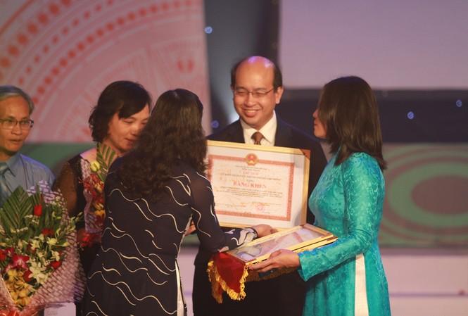 Hiệp hội doanh nghiệp Singapore nhận bằng khen của Sở GD&ĐT TP.HCM
