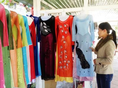 Triển lãm sản phẩm len của phụ nữ khuyết tật