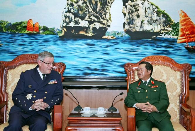 Thúc đẩy hợp tác quân sự Việt-Pháp