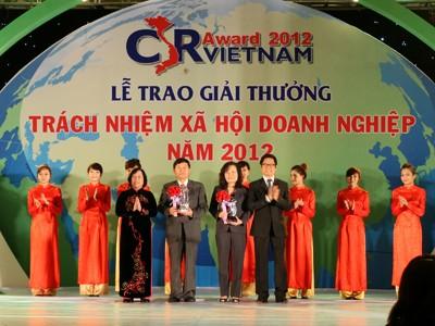 Trao giải trách nhiệm xã hội doanh nghiệp 2012