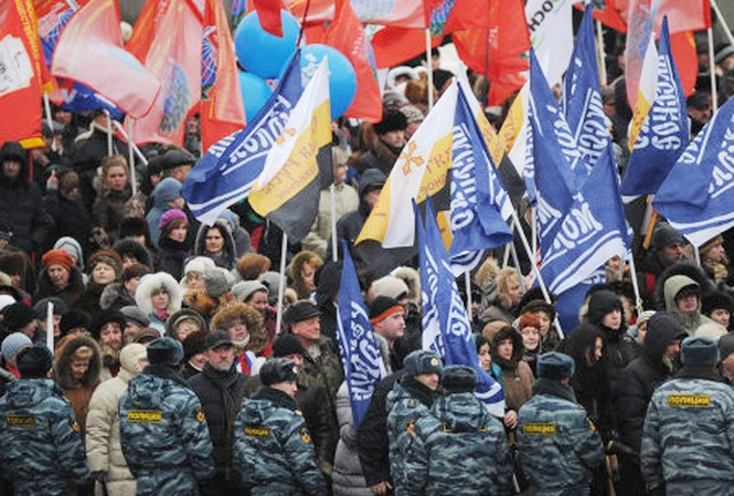 Biểu tình tại Mátxcơva hôm 23-2 để ủng hộ ứng cử viên tổng thống  Nga Vladimir Putin Ảnh: Ria-Novosti