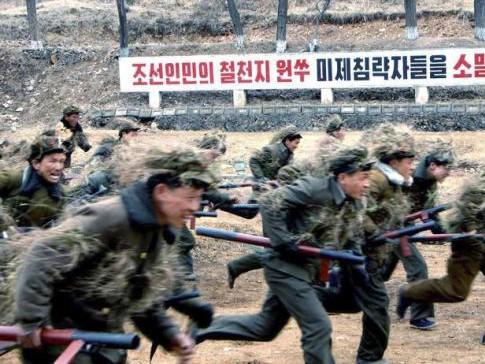 Hàng triệu thanh niên Triều Tiên nhập ngũ