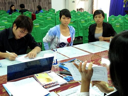 Thưa thớt thí sinh nộp hồ sơ xét tuyển NV3. Ảnh chụp tại trường ĐH Quốc tế Hồng Bàng - Ảnh: Đào Ngọc Thạch