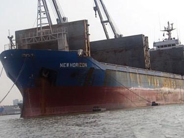 Bán 7 tàu 'hoang' ở nước ngoài để trả lương thủy thủ
